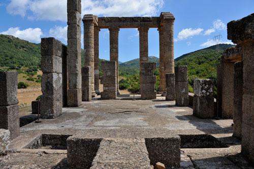 Tempio di Antas, Altar und Mosaikboden