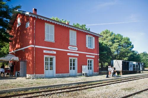 am Bahnhof von Arzana