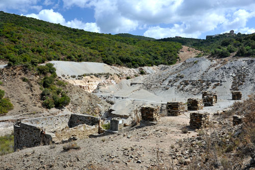 Abraumhalden bei Ingurtosu auf dem Weg zur Costa Verde