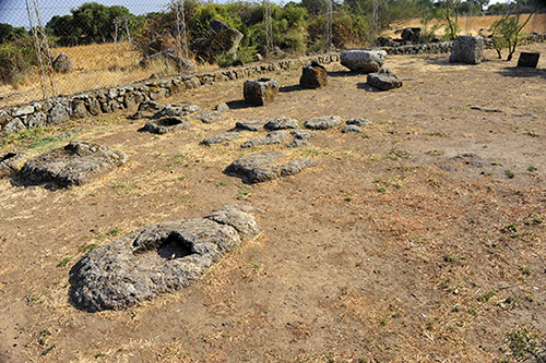Nuraghe Losa, römische Grabanlagen