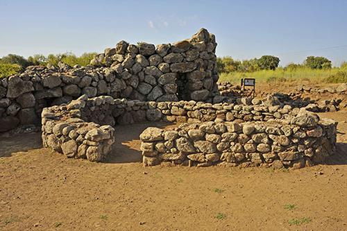Nuraghe Losa, Außenmauer umd Turm