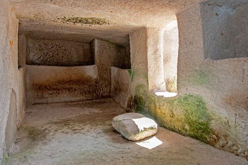 Monte Sirai, Grabkammer