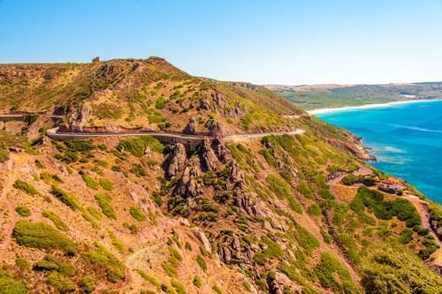 Küstenstraße bei Nebida