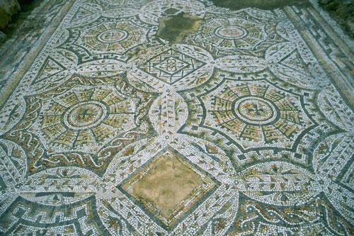 Nora, Mosaik
