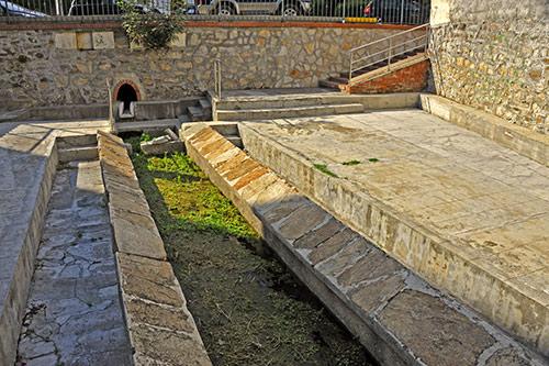 Siniscola, Brunnen und Waschplatz