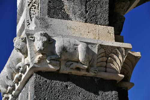 Santissima Trinita di Saccargia, Säulenkapitell