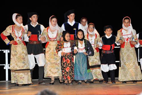 traditionelle Tänze auf einem Fest