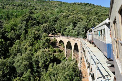 mit dem Trenino Verde durch die Berge der Barbagia